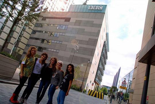 5Angels před budovou BBC