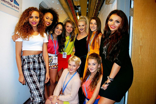 Holky z 5Angels s kolegyněmi z Little Mix