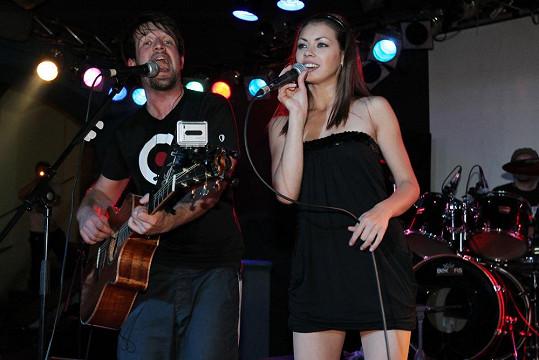 V roce 2009 nazpívala duet Schází s Janem Nedvědem.