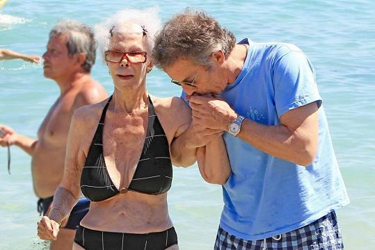 Alfons Díez Carabantes se o svou ženu vzorně stará.