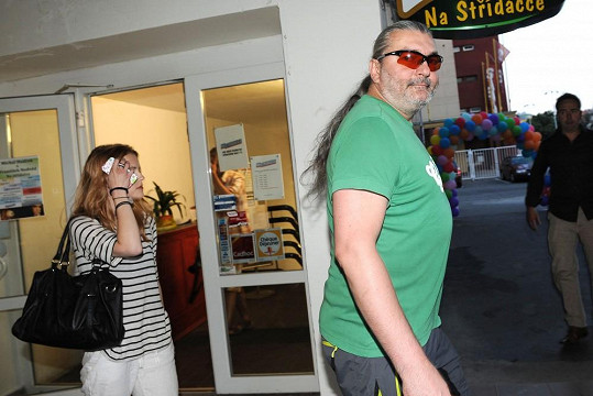 Dan Hůlka s partnerkou.