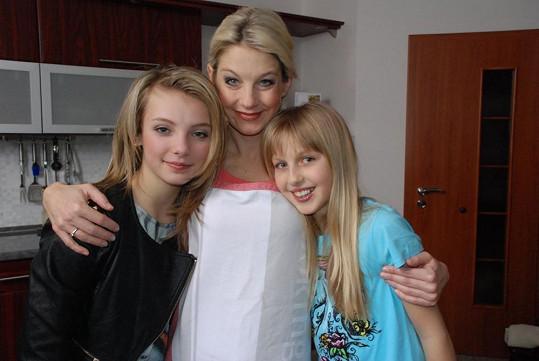 V klipu si Sabina zahrála i s dcerou Valentýnou (vpravo).