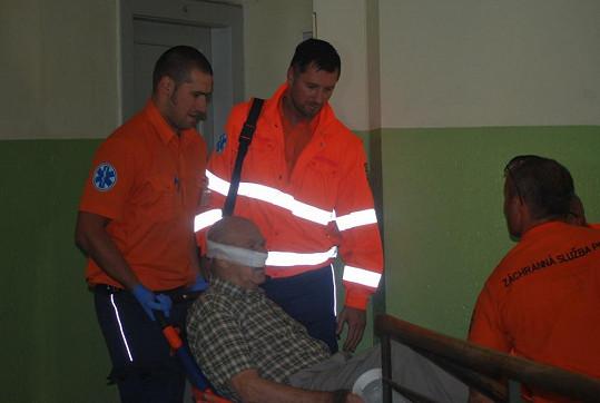 Byli jsme u toho, když záchranný tým s Petrovou pomocí zachránil život.