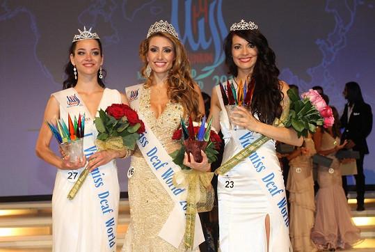 Vítězky soutěže Miss Deaf Thaisy Pay, Erika Ďuricová a Queval Marianne