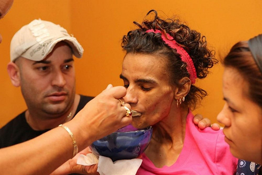 Linda Perez je zcela závislá na péči svých rodičů.