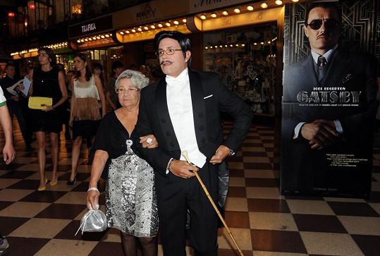 Osmany Laffita se na premiéru v kině Lucerna pěkně vyparádil.