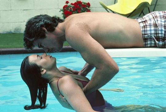 Richard Gere a Valérie Kaprisky ve filmu u Konce s dechem (1983).