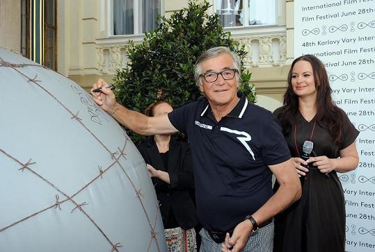 Jiří Bartoška podpořil nadaci Debra, jejíž patronkou je Jitka Čvančarová.