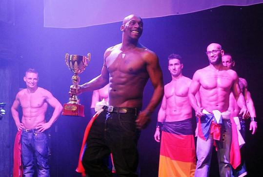 Nejlepším striptérem planety je Francouz Kenzo.