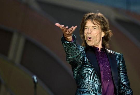 Mick dlouho sám nezůstal.