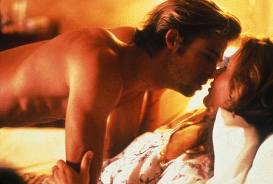 Fešák Brad Pitt ve své první velké milostné scéně.