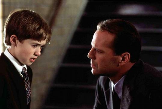 Haley Joel Osment si v Šestém smyslu zahrál s Brucem Willisem.