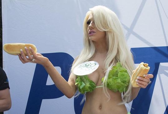 Courtney Stodden rozdávala vegetariánské hotdogy.