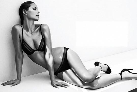 Dřívější topmodelka se po 25 letech opět spojila se značkou Calvin Klein.