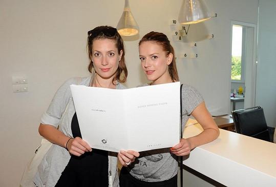 Lenka si zašla na test společně s kamarádkou Andreou Kerestešovou.