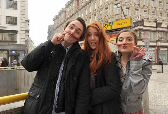 Karel, Nikol a Eva se radovali na pražské ulici.