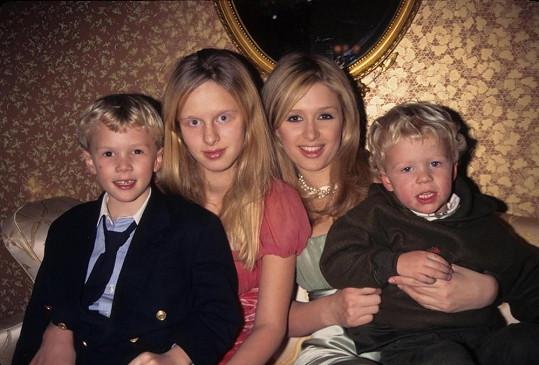 Paris s mladšími sourozenci Nicky, Barronem a Conradem.