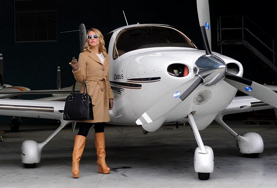 Hvězda musí mít soukromé letadlo.