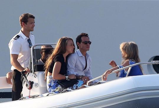 Marc tráví čas v St. Tropez i s rodiči své mladinké přítelkyně.
