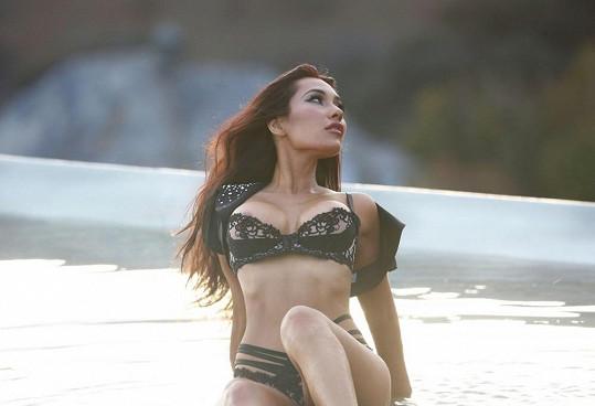 Na Havaji se rodí půvabné ženy... Kromě Nicole Scherzinger třeba i tato kráska...