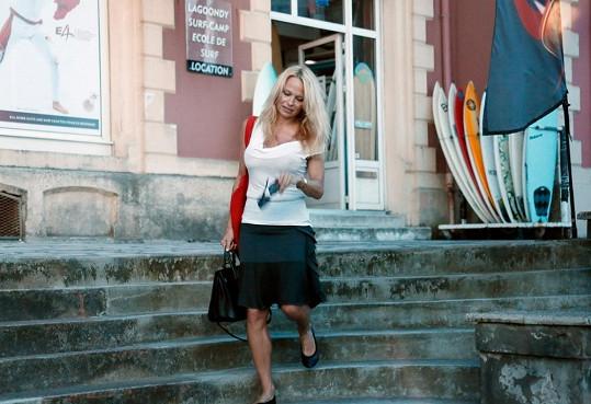 Pamela Anderson na dovolené ve Francii