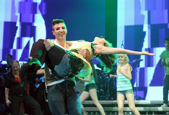 Lucka při koncertu obstarává i taneční stránku.