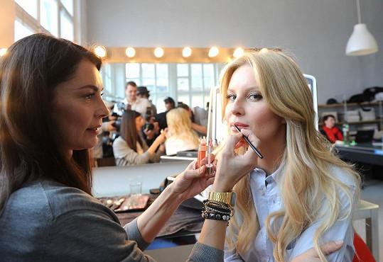 O make-up se postarala vizážistka Lucia Gibodová.
