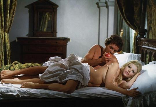 V zahraničních filmech se Olga nebála odhalit. Například ve snímku Lucrezia Borgia (1967).
