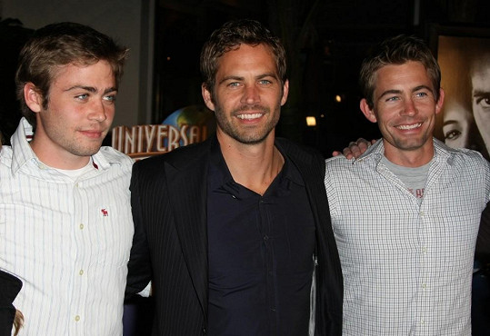 Paul Walker s bratry Codym (vlevo) a Calebem (vpravo)