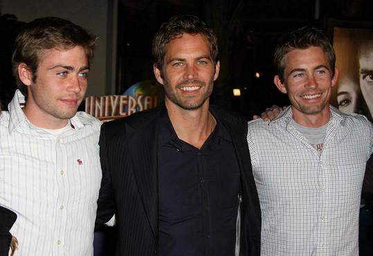 Cody Walker (vlevo) je mladším bratrem Paula Walkera (uprostřed).