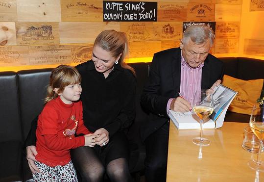 Režisér s manželkou Olgou a tak trochu svou dcerou Aničkou.