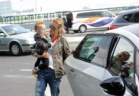 Krainová dorazila s rodinou na Letiště Václava Havla.