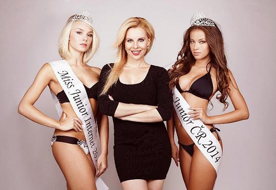 Kateřina Kristelová s loňskými vítězkami Miss Junior Andreou a Bárou