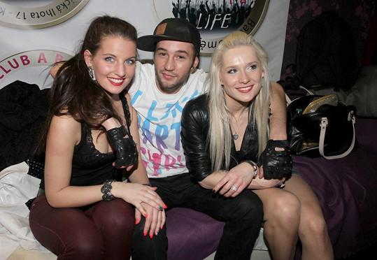 Na párty byl i Sámer Issa s holkami, jež mu mají v Dubaji vydělat majlant.
