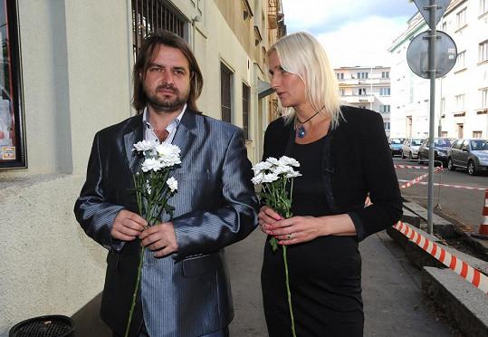 Zdeněk Macura nakonec dorazil na pohřeb Ivety Bartošové.