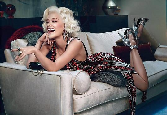Rita Ora propaguje módní značku.