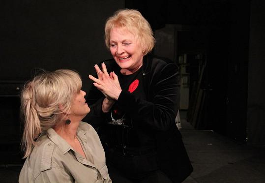 Regina Rázlová a Chantal Poullain zkouší pod režijním vedením Pavla Ondrucha.