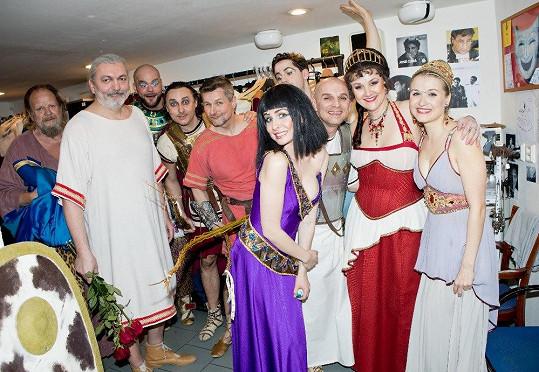 Ansámbl Kleopatry po představení.