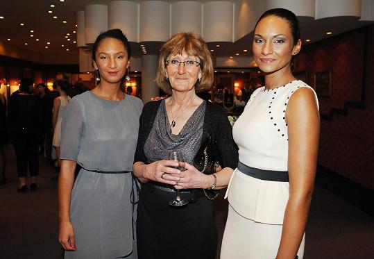 Lejla s maminkou a sestrou