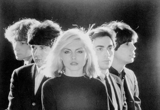 Zpěvačka se svou kapelou Blondie