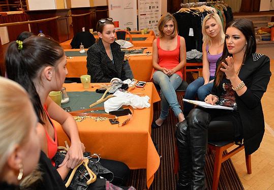 Jitka finalistkám vyprávěla o svých zkušenostech z České Miss.