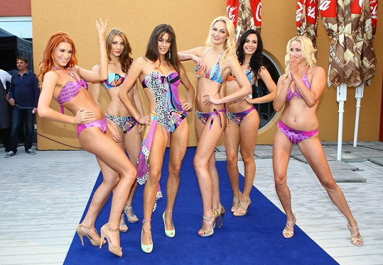 Petra s dalšími modelkami na zahájení sezóny v moravském aqualandu.