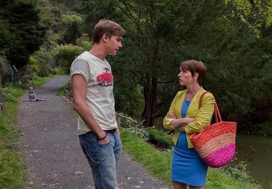Vojta a Táňa ve filmu Lež má rozbité auto.