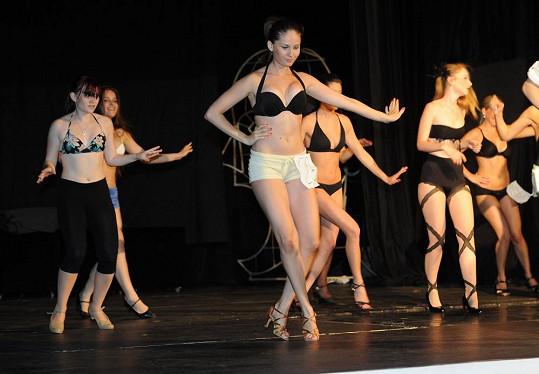 Při nácviku choreografie se muselo samozřejmě tančit.