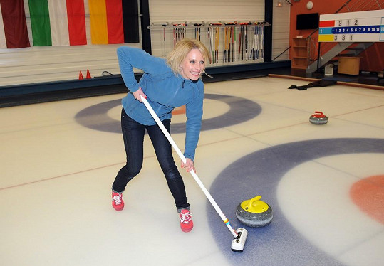 Kristina Kloubková na curlingovém turnaji hvězd Novy