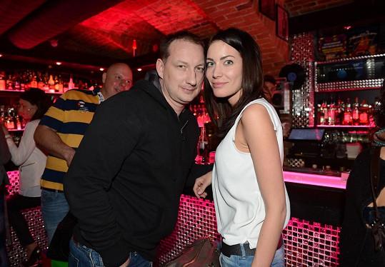 Michal Exner přišel na rozlučku se staronovou přítelkyní Veronikou.