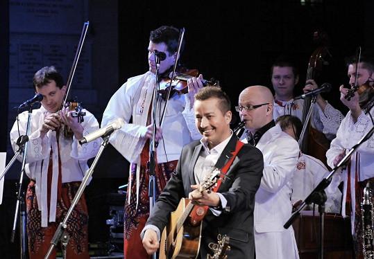 Koncert v katedrále Saint Louise v Paříži - Petr Bende & band a cimbálová muzika Grajcar