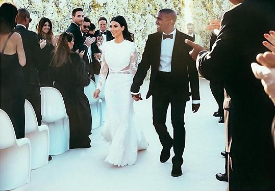 Velký den Kim Kardashian a Kanyeho Westa...