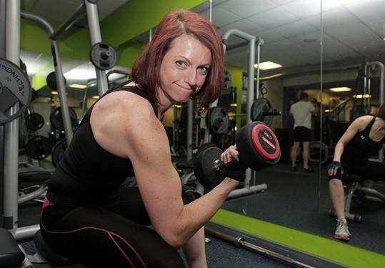 Hannah Willoughby se chce zúčastnit soutěže ve vzpírání.