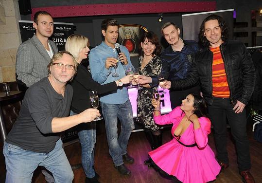 Anife si užila vánoční párty svého kadeřníka Martina společně s Daliborem Jandou a jeho dcerou, Míšou Dolinovou a Petrem Vojnarem.